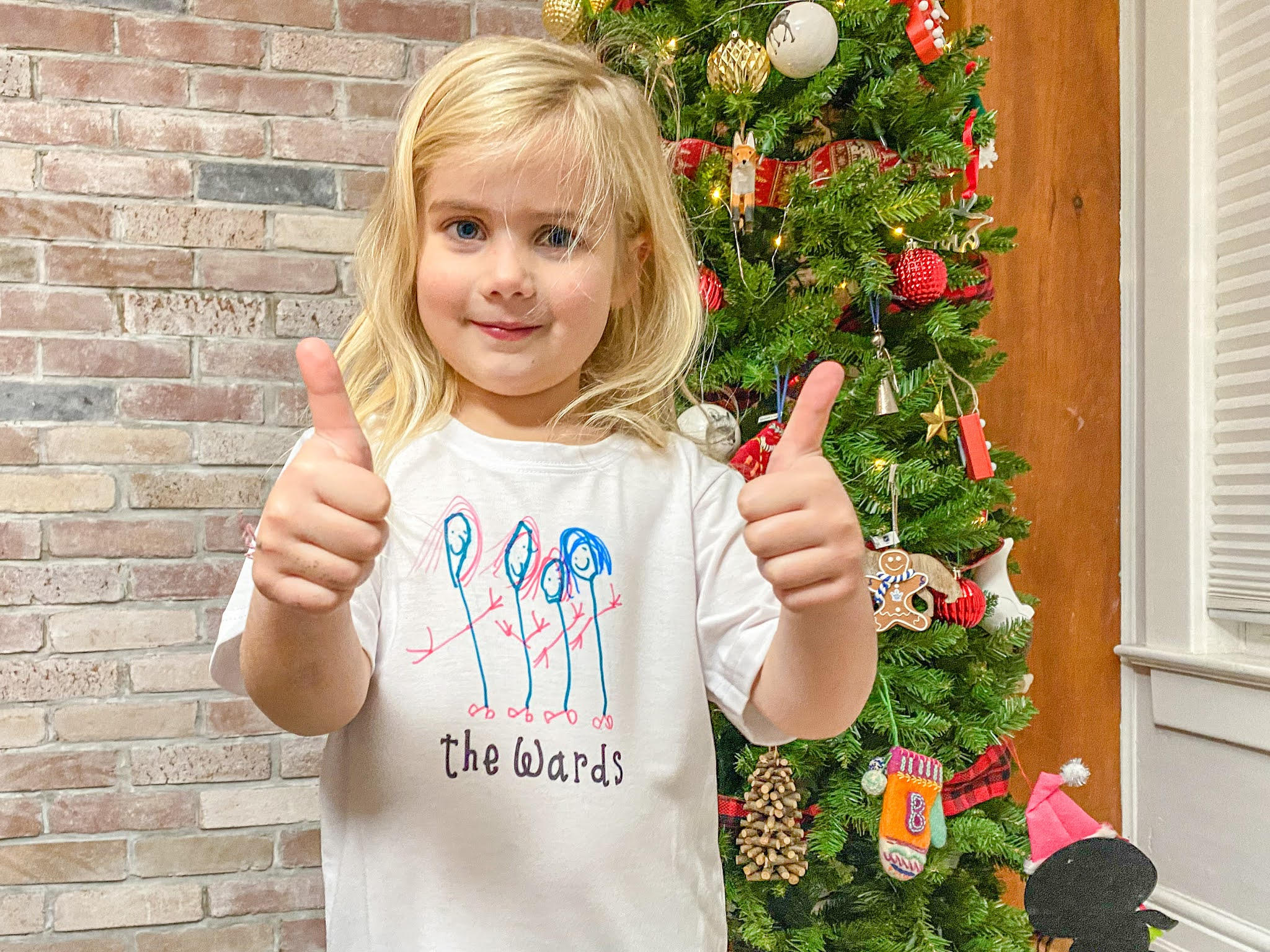 DIY Family T-Shirts - The Perfect Holiday Gift Made with the Cricut Joy & Easy Press 2
