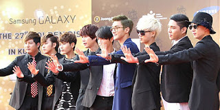 Foto Super Junior Memenangi Penghargaan Golden Disk Awards 2013