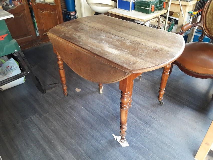 La Restauration d'une Table de Salon à rallonge