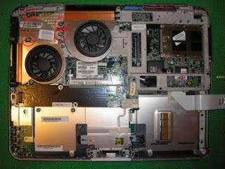 laptop yang sudah dibuka covernya