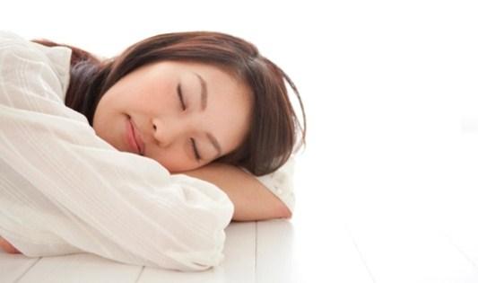 Manfaat Dan Bahaya Tidur Diatas Lantai Bagi Kesehatan