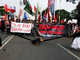 Survei: Masyarakat Percaya Demo tak Ditunggangi