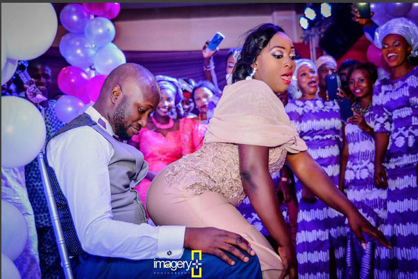 Bride dazzles groom as she twerks for him on wedding day
