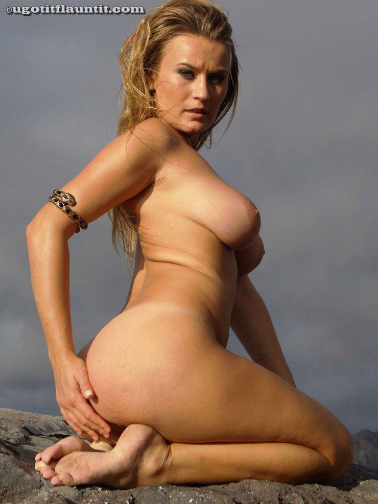 cewek bule pirang toket gede main dipantai sambil telanjang,foto bugil cewek bule pirang punya payudara besar tubuh semok dan bokong lebar