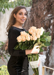 Single Photo Pose For Girl With Flowers