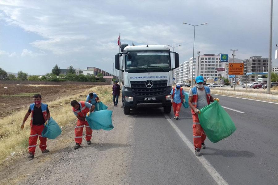 Karaloğlu'nun talimatıyla Ergani'de refüj ve kaldırım temizliği yapıldı