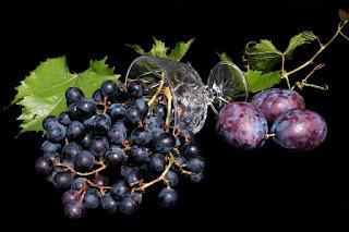 ماهي فوائد العنب الأسود؟