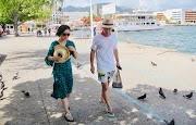Hasta con lluvias Acapulco luce bien, dicen turistas