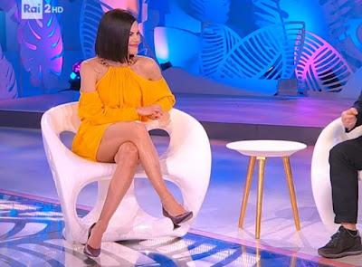 Bianca Guaccero cosce vestito giallo 12 marzo