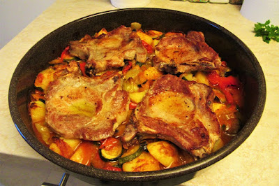 Povrtna peka s kotletima / Roasted vegetables with pork chops