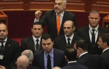 d92ae887d61a Χάος στην Αλβανία – 62 βουλευτές παραιτήθηκαν για να «πέσει» ο Ράμα