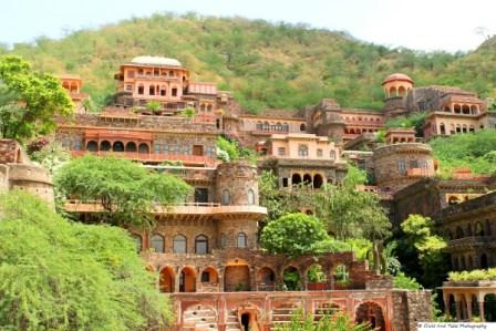 Fort Neemrana Palace