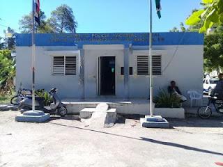 Policía detiene presuntos delincuentes que asaltaron banca de lotería en Cabral