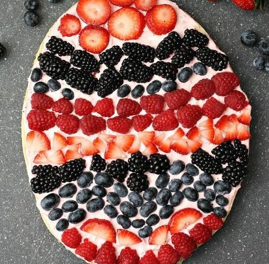 EASTER EGG FRUIT PIZZA #desserts #strawberry