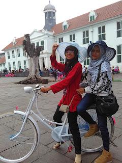 bersepeda di kota tua