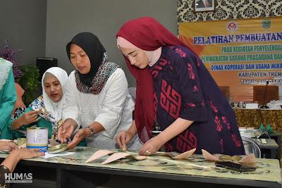Buka Pelatihan Membuat Sepatu dan Sandal, Novita Hardini Harapkan Perempuan Lebih Berdaya
