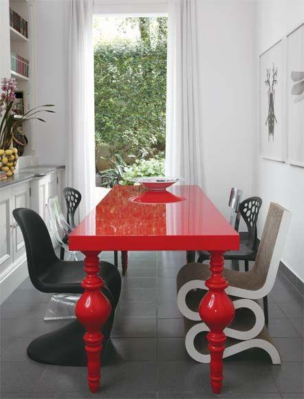 mesa-vermelha-vibrante-sala -de-jantar