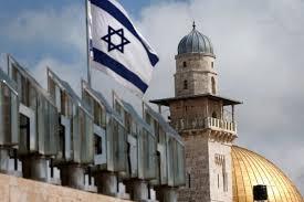 Umat Muslim Israel Melaksanakan Salat Tarawih di Tempat Parkir