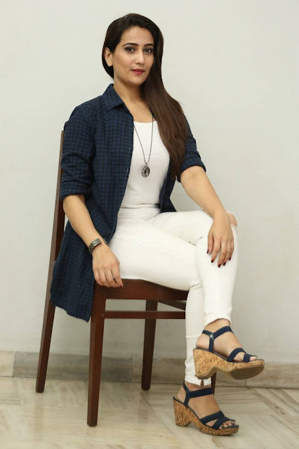 TV Anchor Manjusha Photos In White Top Tight Jeans Actress Trend