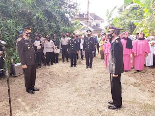 Kapolres Pangkep Pimpin upacara pemakaman Bripka Burhanuddin