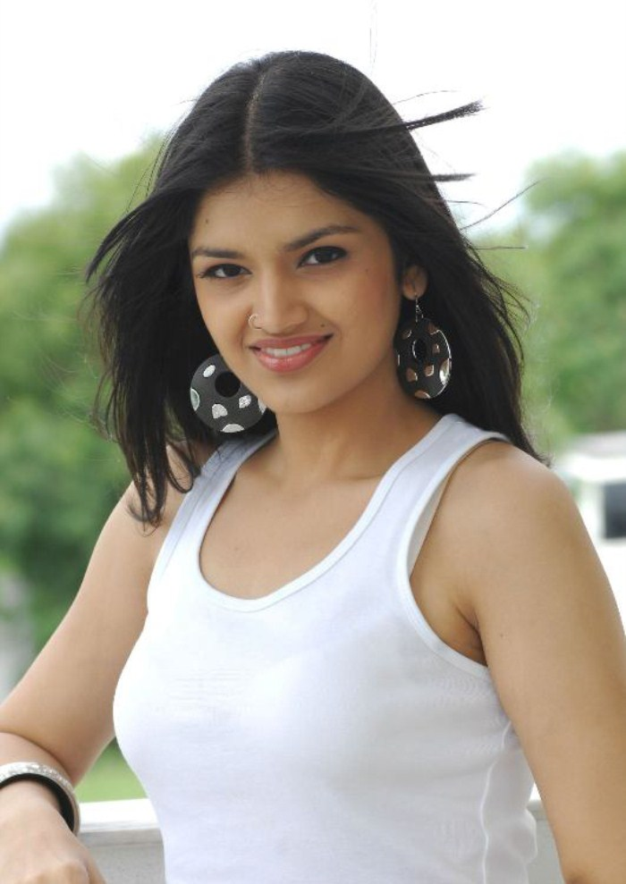 tara hot photos