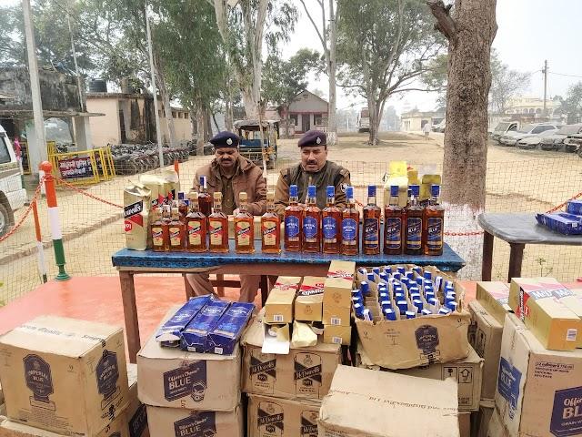सात सौ दस बोतल विदेशी शराब के साथ पिता-पुत्र गिरफ्तार