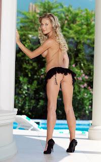 Horny and twerking - Candice%2BB-S02-018.jpg