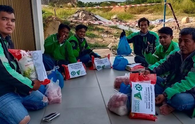 Senyum Bahagia Terpancar dari Penerima Paket Sembako Dompet Dhuafa dan Mushola Al Muhajirin KPP Batam
