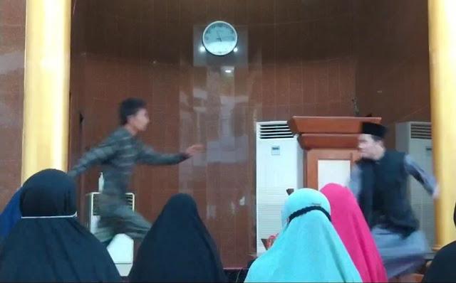 Ustaz sedang Ceramah Diserang Orang Tak Dikenal di Batam