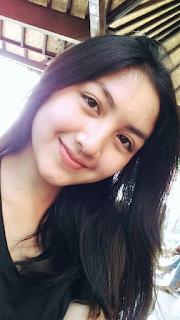 Gambar Gadis Remaja Cantik Tersenyum