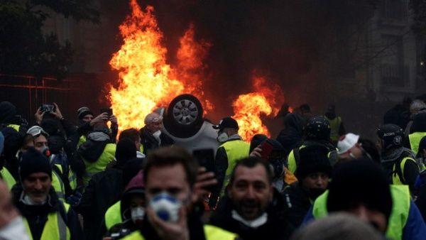 Chalecos amarillos mantienen exigencia de cambios en políticas de Macron
