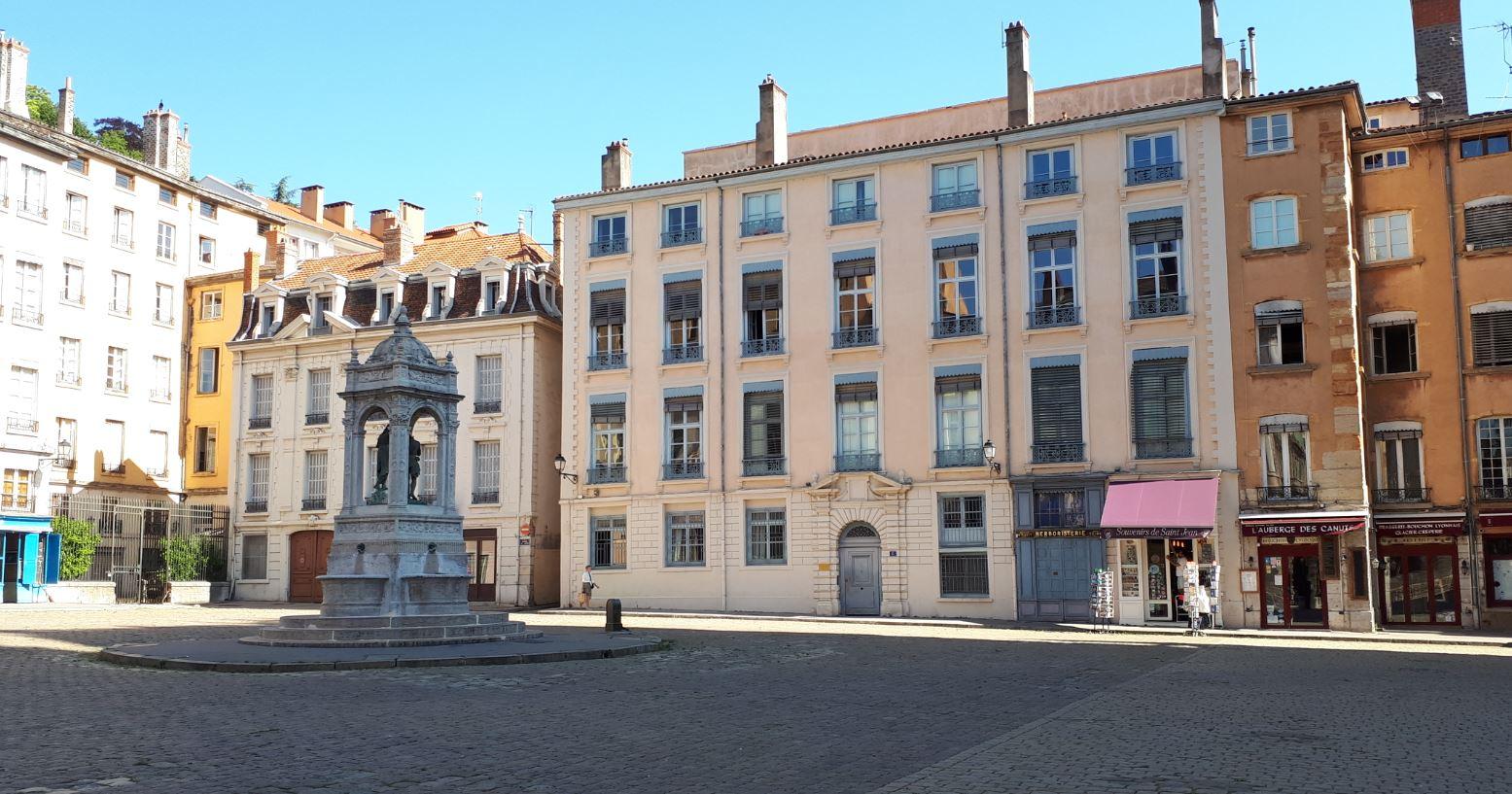 Place Saint-Jean dans le vieux Lyon