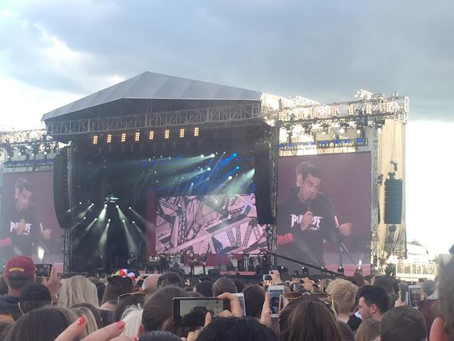 One Love Manchester Robbie Williams