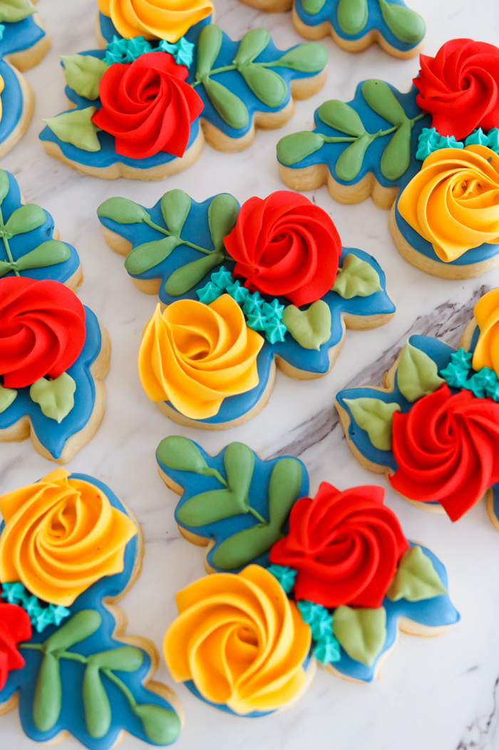 Autumn-Inspired Floral Cookies | bakeat350.net inspired by autumn color palette House of Colour