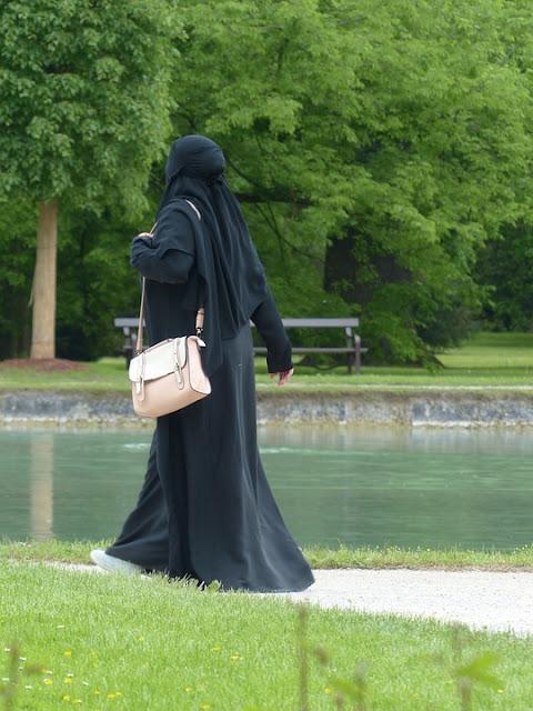Peranan Wanita dan Kebangkitan Islam Masa Kini