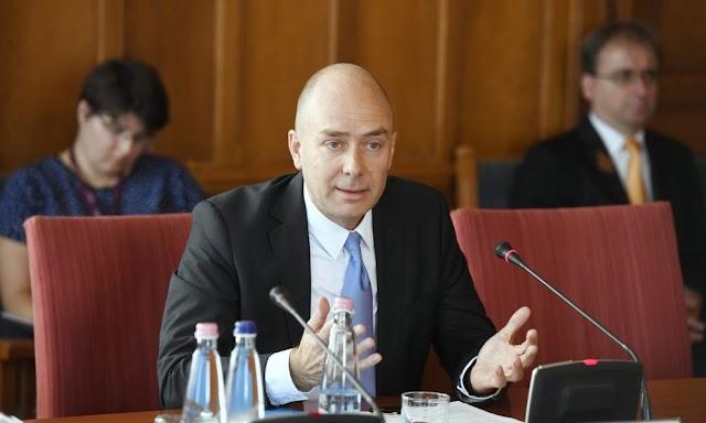 Szorosabb együttműködést kér a parlamenttől az ombudsman