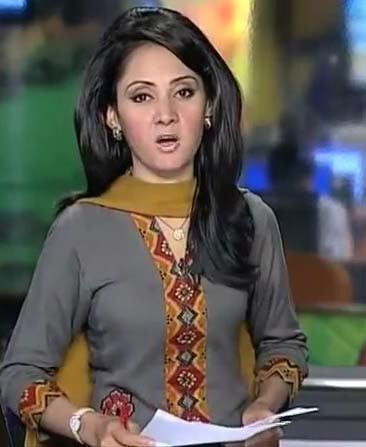pakistani news casters are looking like a model news