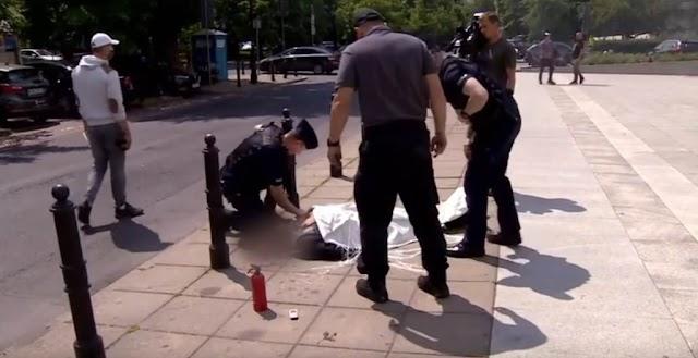 Felgyújtotta magát egy férfi a varsói parlament közelében