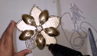 صناعة ديكور رائع - زهرة بملاعق البلاستيك و الكارتون -  DIY Craft
