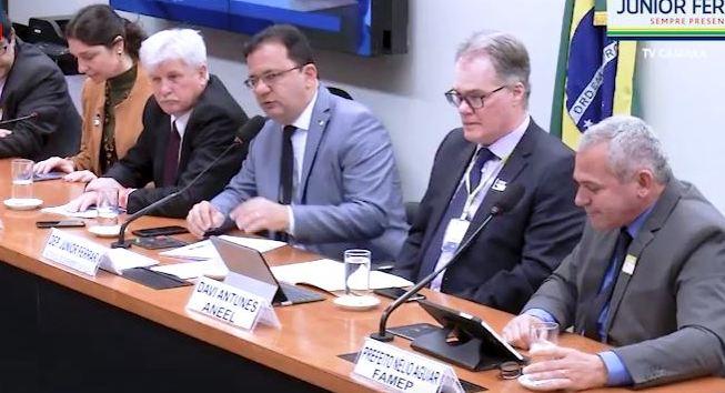 Vídeo. Deputado defende redução da tarifa de energia elétrica cobrada no Pará
