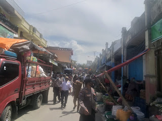 Cegah Pelanggaran Prokes Polsek Alla Polres Enrekang Patroli Pasar Sudu