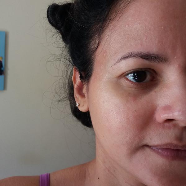 Hidratante-facial-Umiditá-rosto-FPS 25-da-Libbs-no-rosto