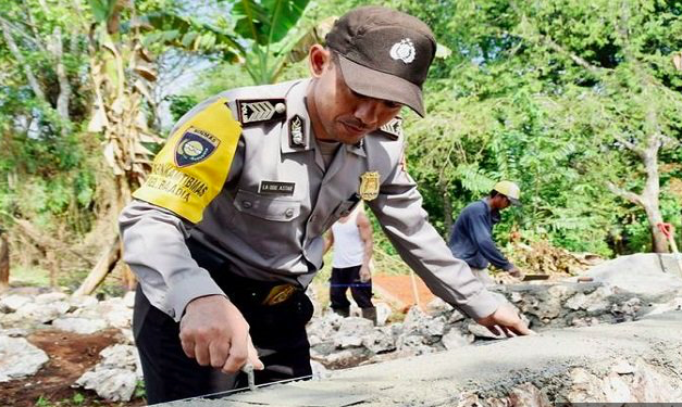 Polisi Ini Beli Tanah Pakai Uang Tabungan Demi Membangun Masjid