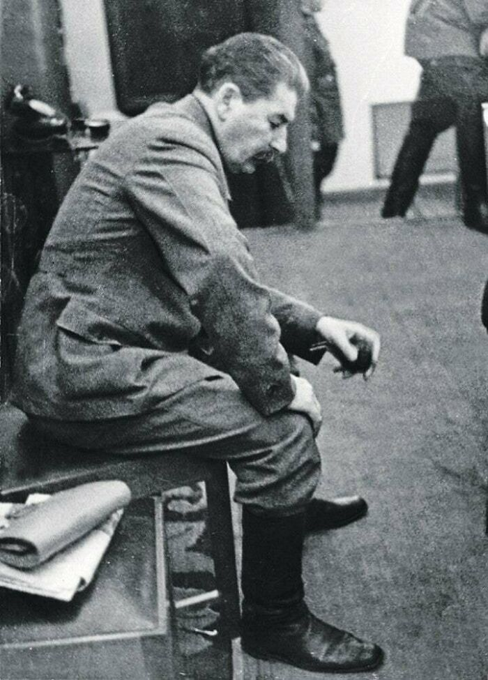#17 At 4:31 Am, An Unauthorized Photo Taken Of Stalin Inside Of The Kremlin Shows The Very Moment He Was Informed That Germany Had Began Their Invasion Of The Soviet Union. It Was Taken By Komsomolskaya Pravda, Editor In Chief. He Was Ordered To Destroy It, But Instead Saved It. June 22, 1941