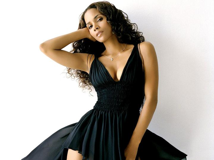 521 Entertainment World: Unseen Halle Berry Sexy Wallpapers