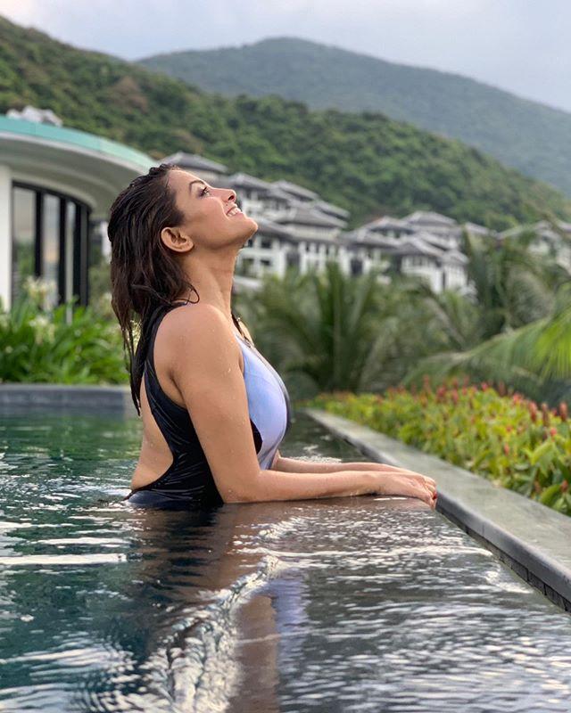 Actress Anita Hassanandani Bikini Photos