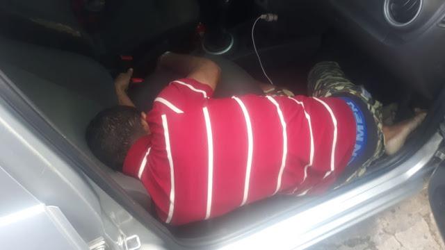 Motorista de aplicativo é encontrado morto dentro de carro