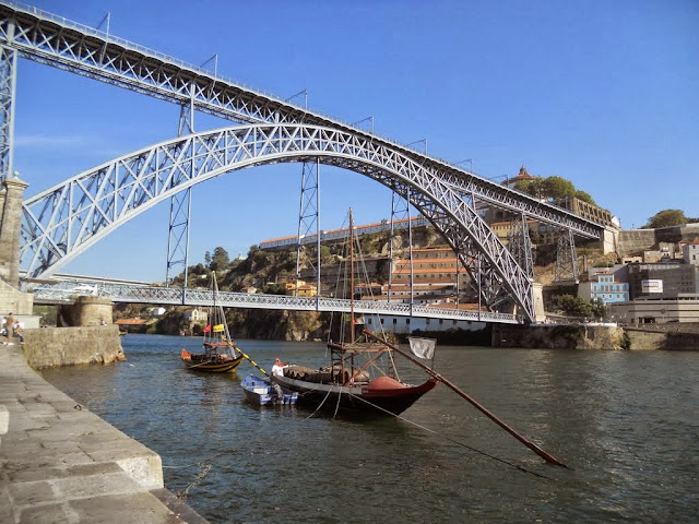 3 days in Porto - boats on the River Douro under a bridge