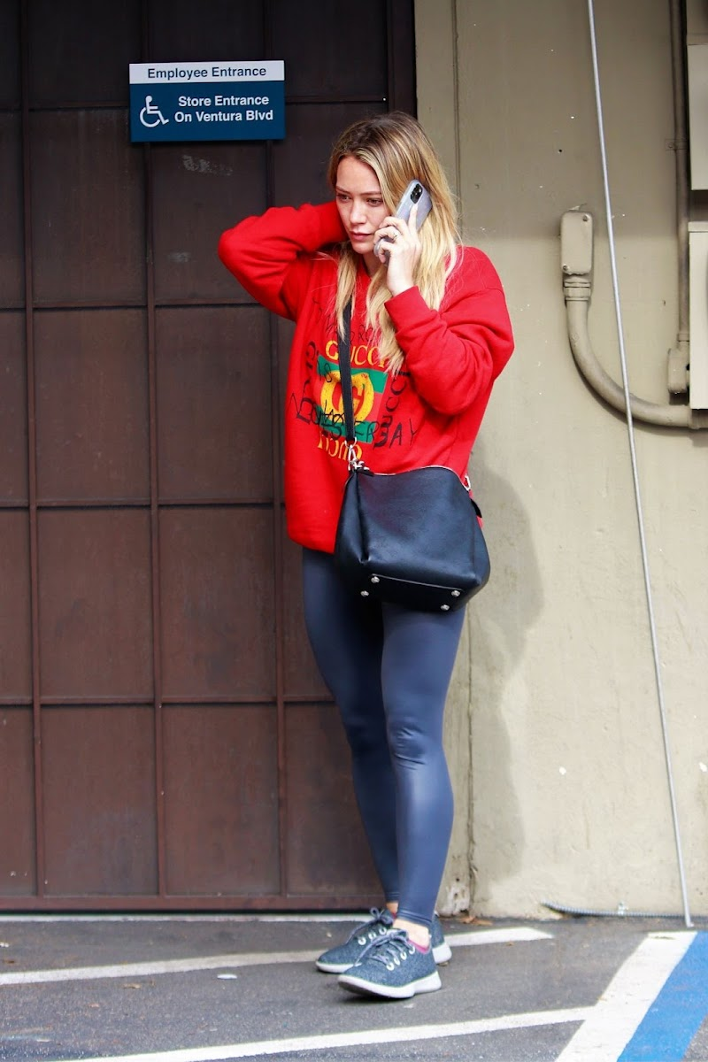 Hilary Duff  Arrives at a Nail Salon in Los Angeles 21 Jan-2020