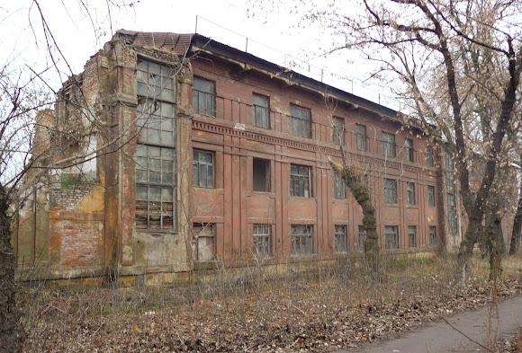Костянтинівка. Зруйнована виробнича будівля